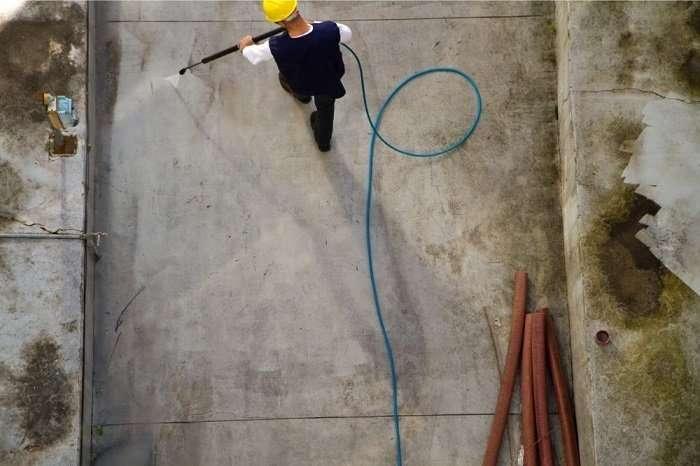 power washing dirty concrete floor